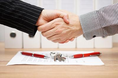 iStock-real estate form_handshake_resized